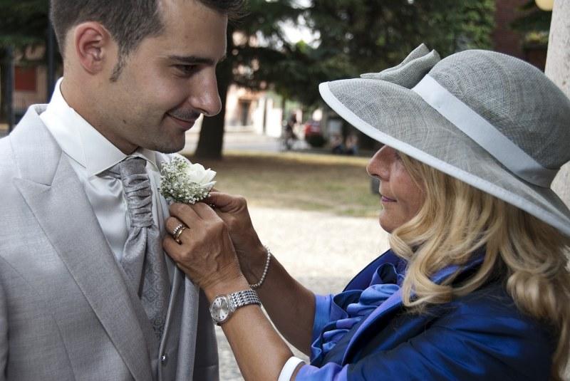 come-si-deve-vestire-la-mamma-dello-sposo